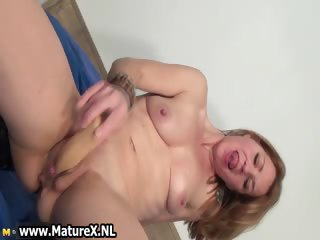 desperate wife rubbing her clit part3