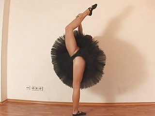 extremely impressive flexible ballerina gets nude