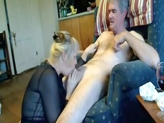 non-professional cougar mouth pleasure-sex on bed